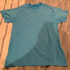 Lululemon men's blue tee